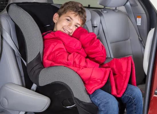 Cum imbracam copiii iarna in masina