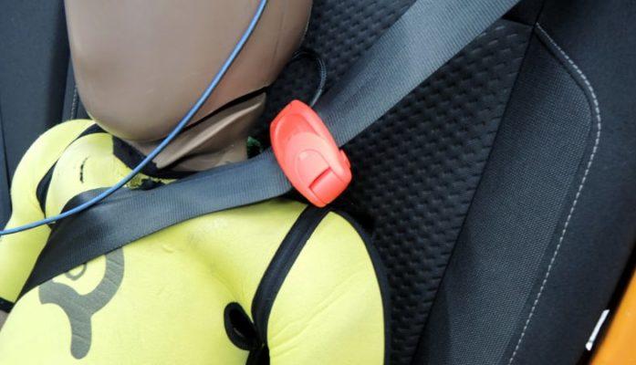 Accesorii periculoase scaune auto copii